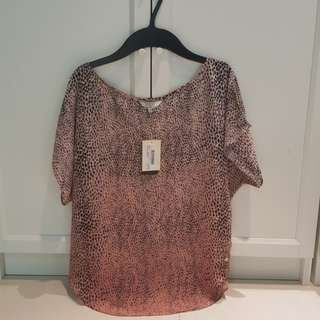 BNWT Authentic Guess top