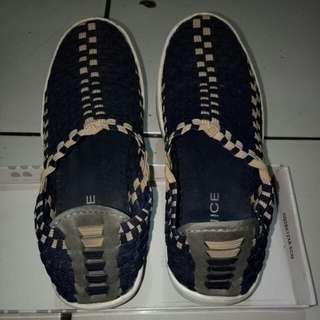 Sepatu santai merk berNICE