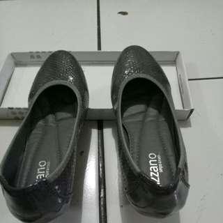 Sepatu impor merk VIZZANO. No 36