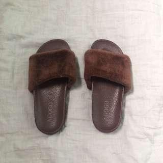 Slides / Sandals 💖