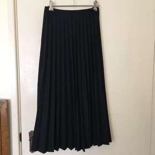 Uniqlo pleated long skirt