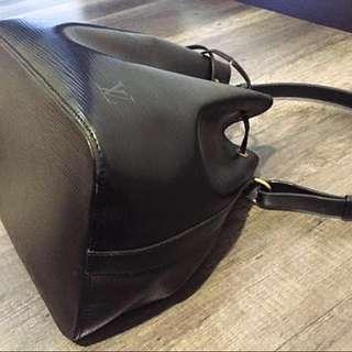💯% Authentic Louis Vuitton LV Black Epi leather petit neo bag
