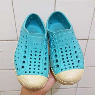 NATIVE AUTHENTIC SHOES SIZE 8 kids boys girls rubber shoes