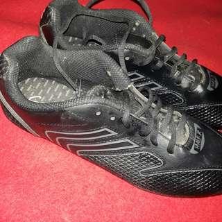 Sepatu hitam murah