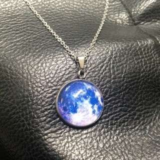 Blue moon glow in the dark necklace 🌜