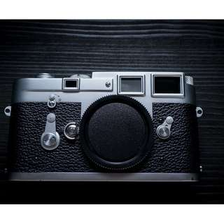 Leica M3 rangefinder film camera body