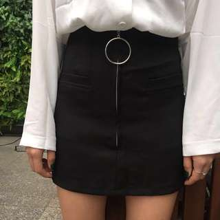 A line skirt with metal ring zip