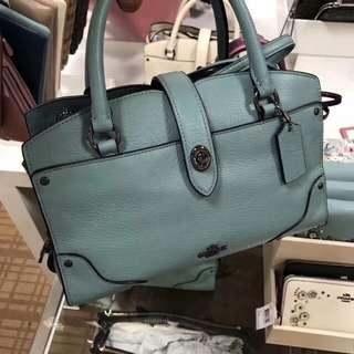 🚚 現貨正品 美國購入 Coach 手拿包 (附背帶、防塵袋) 水藍色