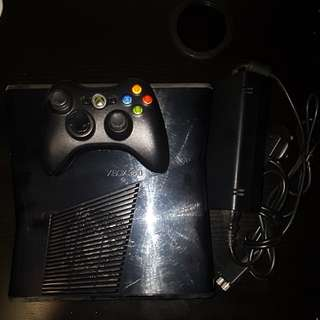 Xbox 360 (comes with games, controller)