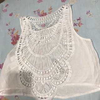 Atasan putih broklat motif crop top
