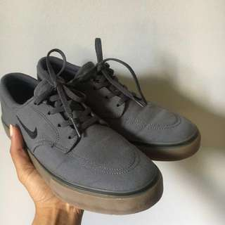 REDUCED Gray Youth Nike SB