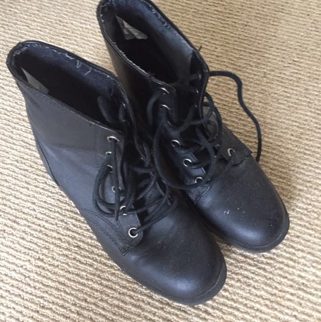 Boots- size 6