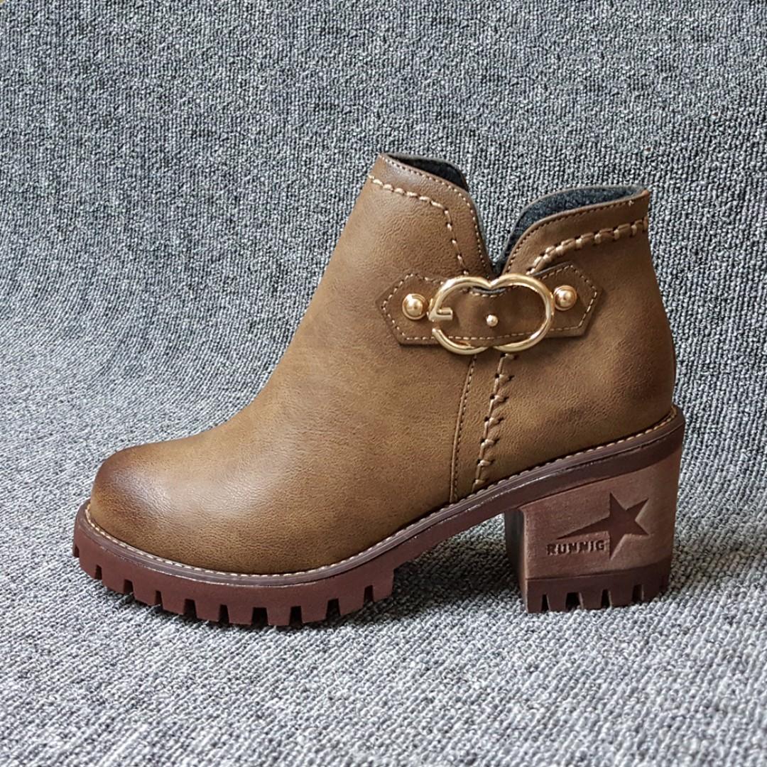 【超高CP】古著8型扣環皮質粗跟休閒靴-短靴(卡其.黑兩色)