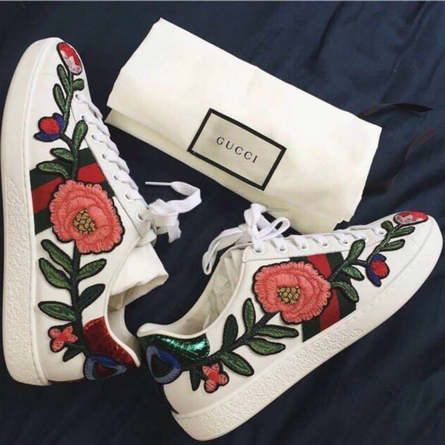 Gucci flower embroidered shoes / sneakers
