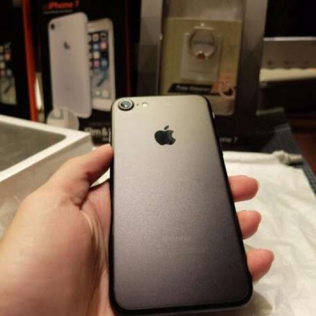 Iphone 7 32 GB Matte Black Mint Condition from Apple Store Japan