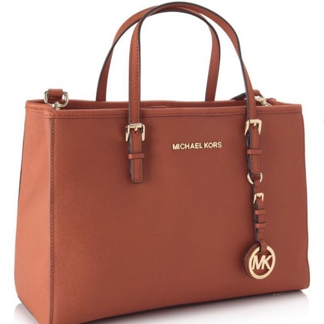 08c5edb40 Michael Kors Bedford Large Orange Shoulder Bag, Women's Fashion, Bags &  Wallets on Carousell