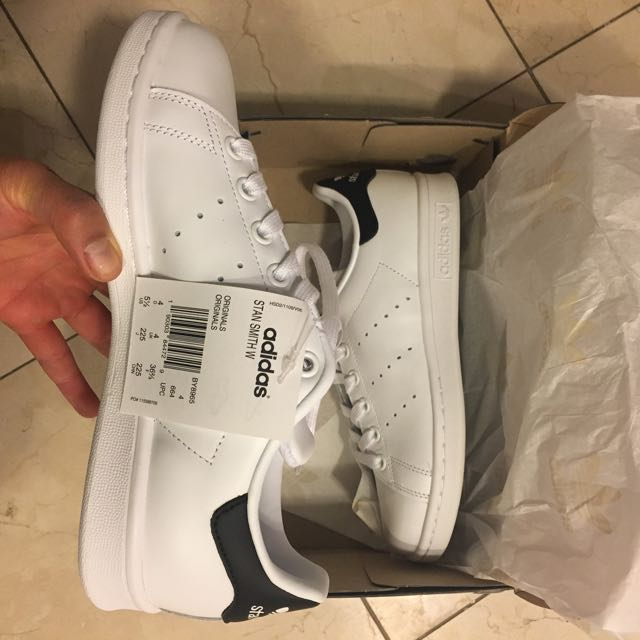 New in Box Stan Smith Original Adidas - Size 5.5