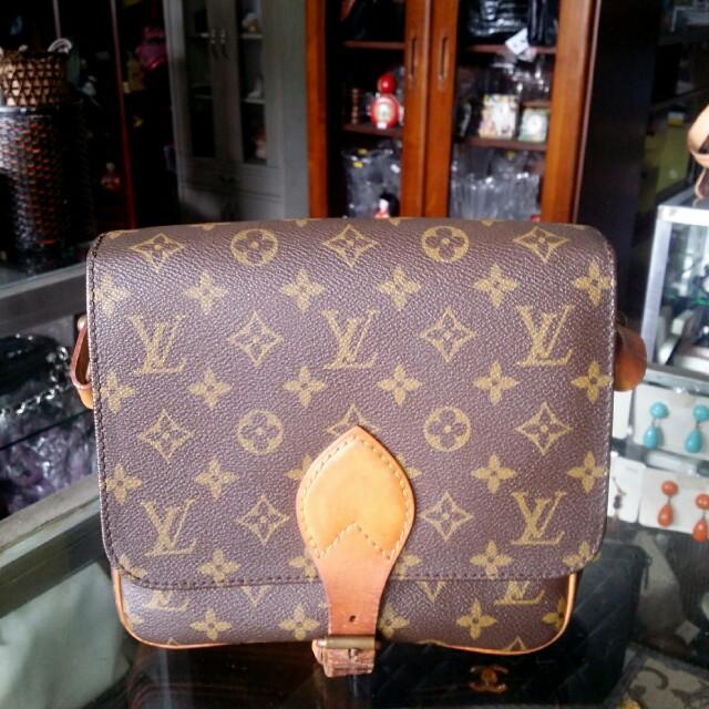 Preloves Authentic Louis Vuitton sling bag