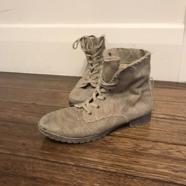 Sand/Brown/tan boots
