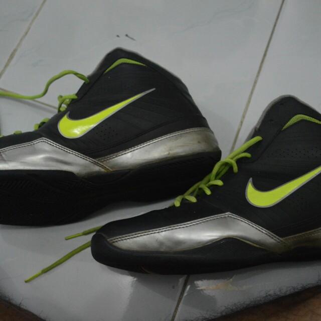sepatu basket nike air quick handle