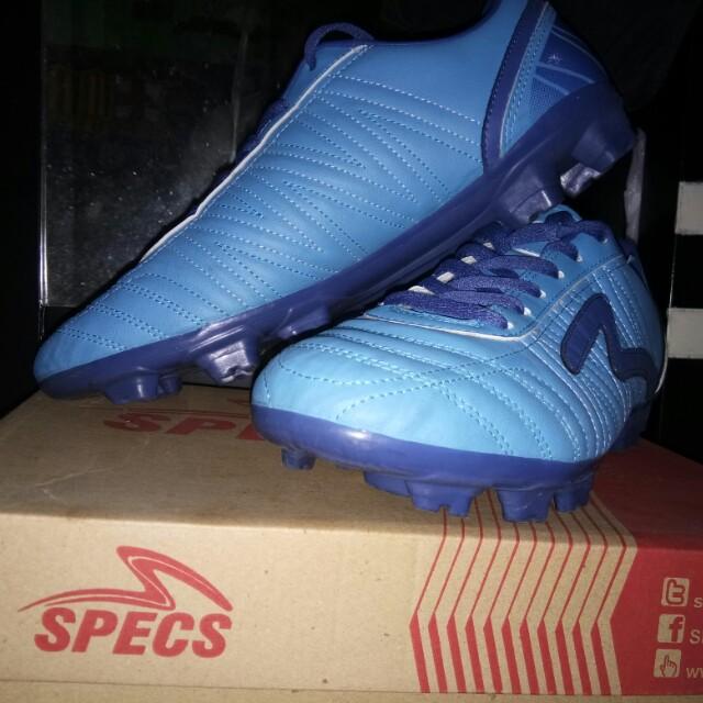 Sepatu Bola Specs Pull Men S Fashion Men S Footwear On Carousell facf8e5528