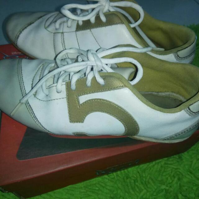 Sepatu Sport Size.36