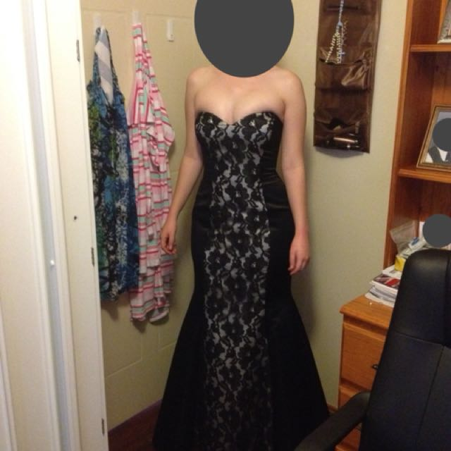 Size 8 Black Lace Strapless Floor Length Formal Dress