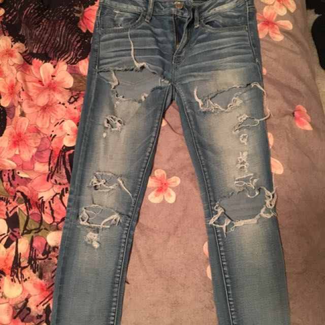 Super ripped jeans size 6
