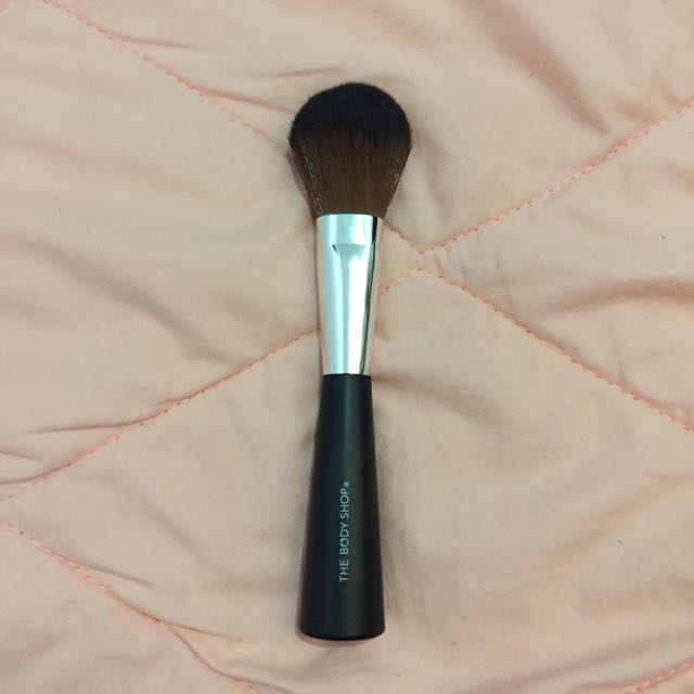 The Body Shop Powder Brush
