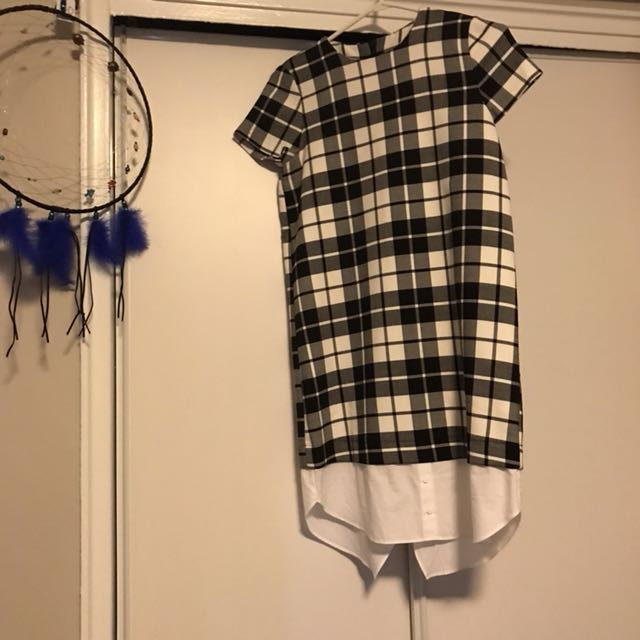 Zara dress( I just removed the tag but it's never worn) size small