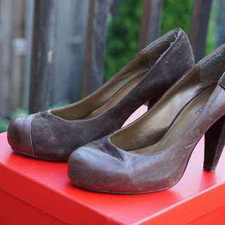 Le Chateau Leather Pumps