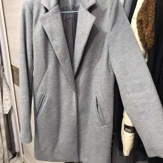 正韓。灰色棉大衣
