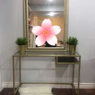 Beautiful desk/front entrance table and mirror