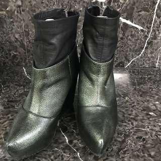 🚚 墨綠尖頭仿皮襪套楔型厚底短靴
