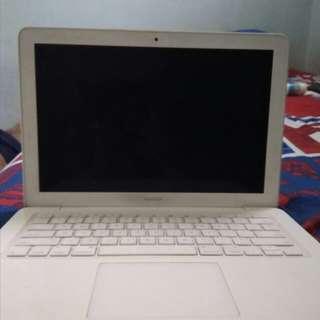 macbook white unibody
