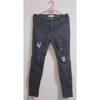 🚚 黑色微刷白破褲牛仔褲 XL