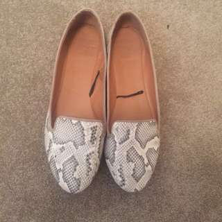 White Snake Skin Flats Size 38 7 Excellent Condition