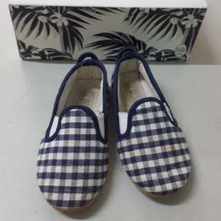 Flossy baby shoes size 22