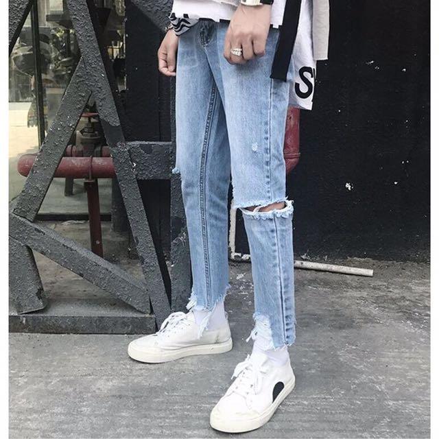 :1 超帥淺藍刷破牛仔褲 L