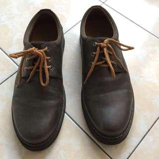 Sepatu semi boots