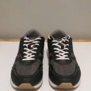 H&M Sneakers in s40 or 8 US super EUC