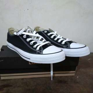 Converse basic black white
