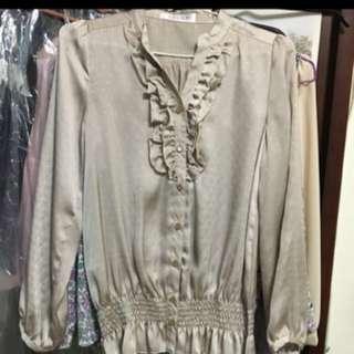 🚚 高質感宮廷風緞面縮口絲綢上衣