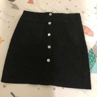 🚚 《全新》黑色排釦裙m號