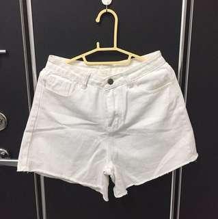 🚚 白色牛仔短褲