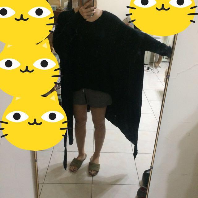 不規則黑色上衣