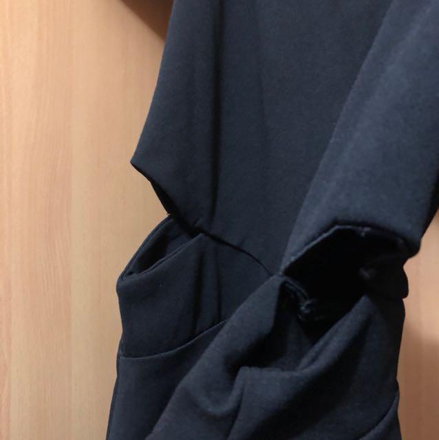 露腰黑色洋裝