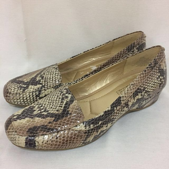 Bandolino Snake Shoes
