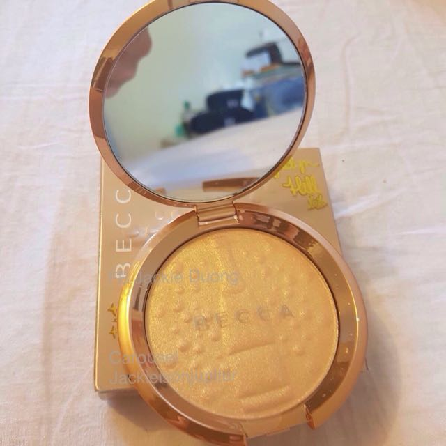 Becca Champagne Pop Highlight With Champagne Print