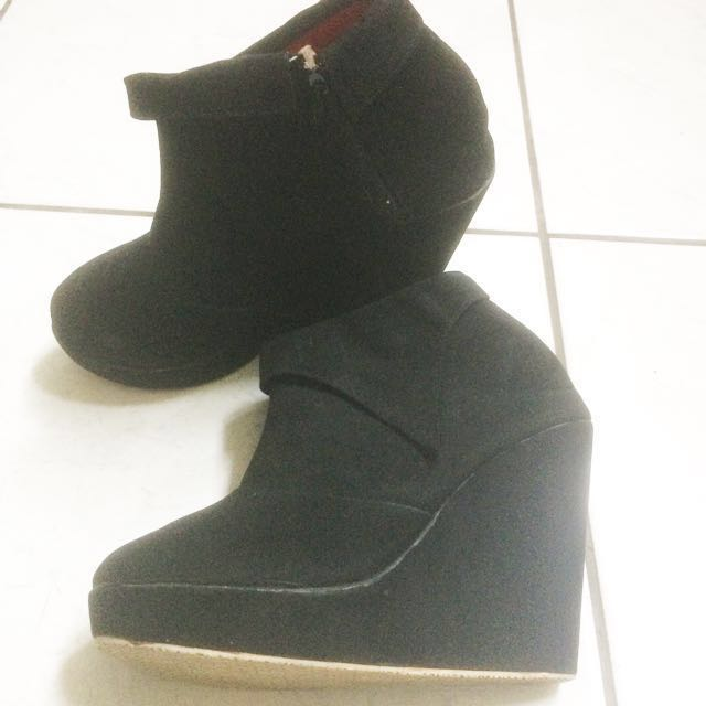Boots wedges black